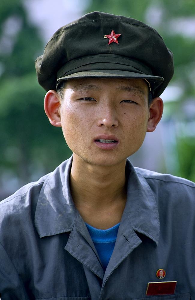 Dünner Mann mit einem Hut